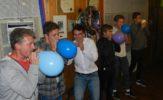 chlapi s balonkama